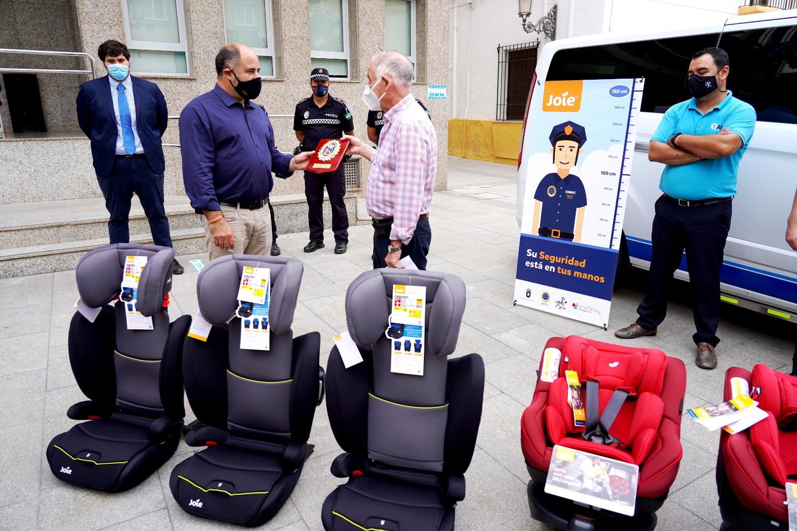 Fundación Smart Baby dona 6 SRIs al colectivo de taxistas de Roquetas de Mar